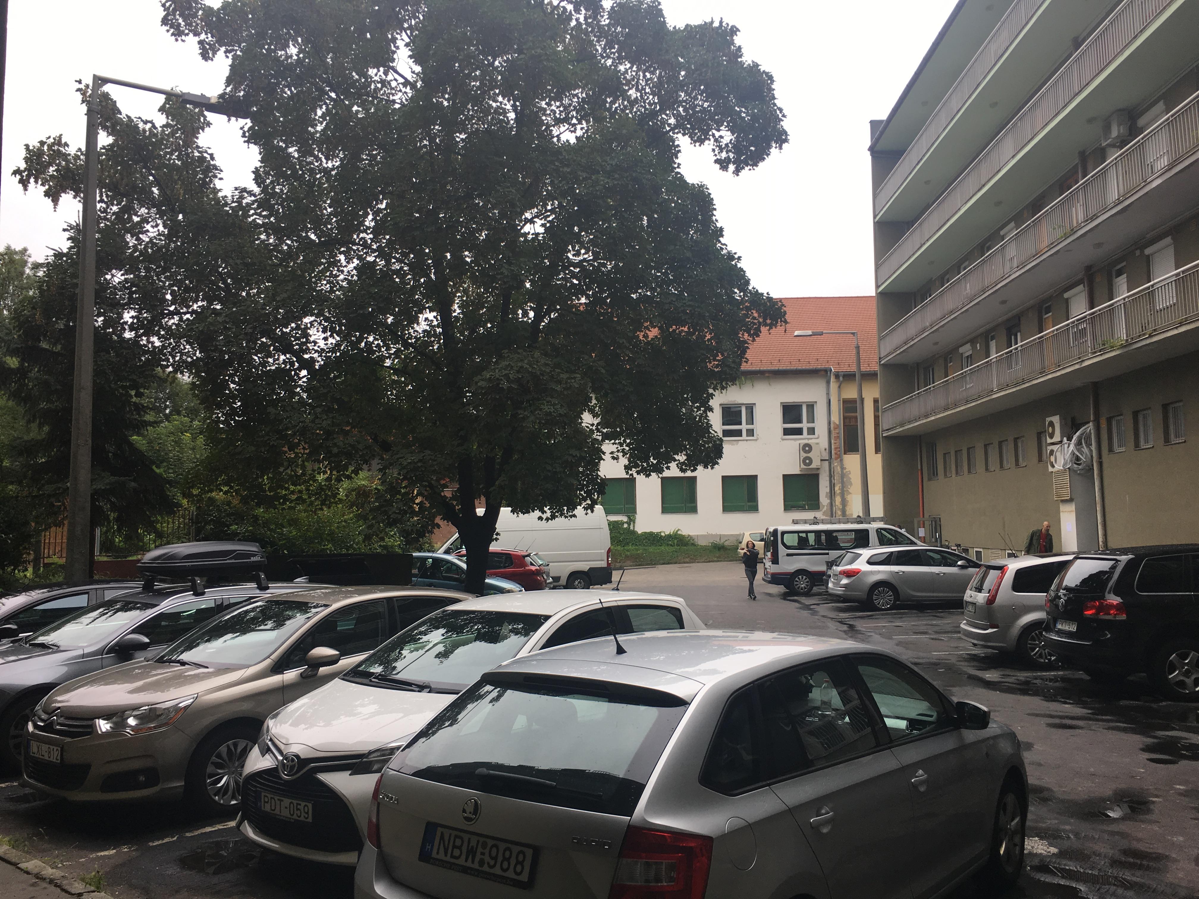 Belső parkoló udvar